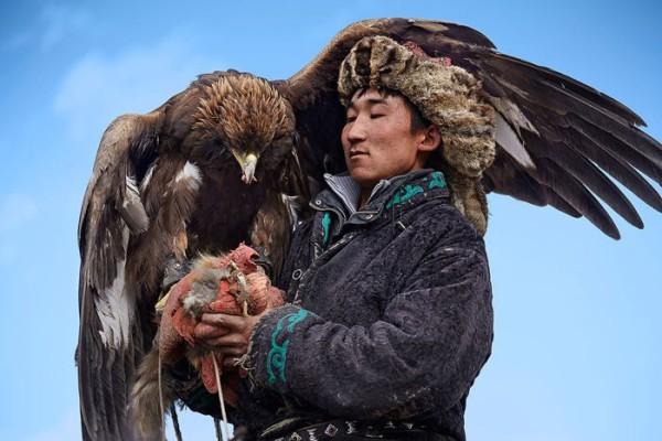 cacciatori-con-le-Aquile-della-Mongolia-01