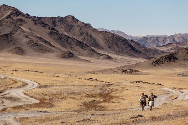 cacciatori-con-le-Aquile-della-Mongolia-05