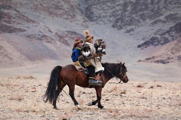 cacciatori-con-le-Aquile-della-Mongolia-12
