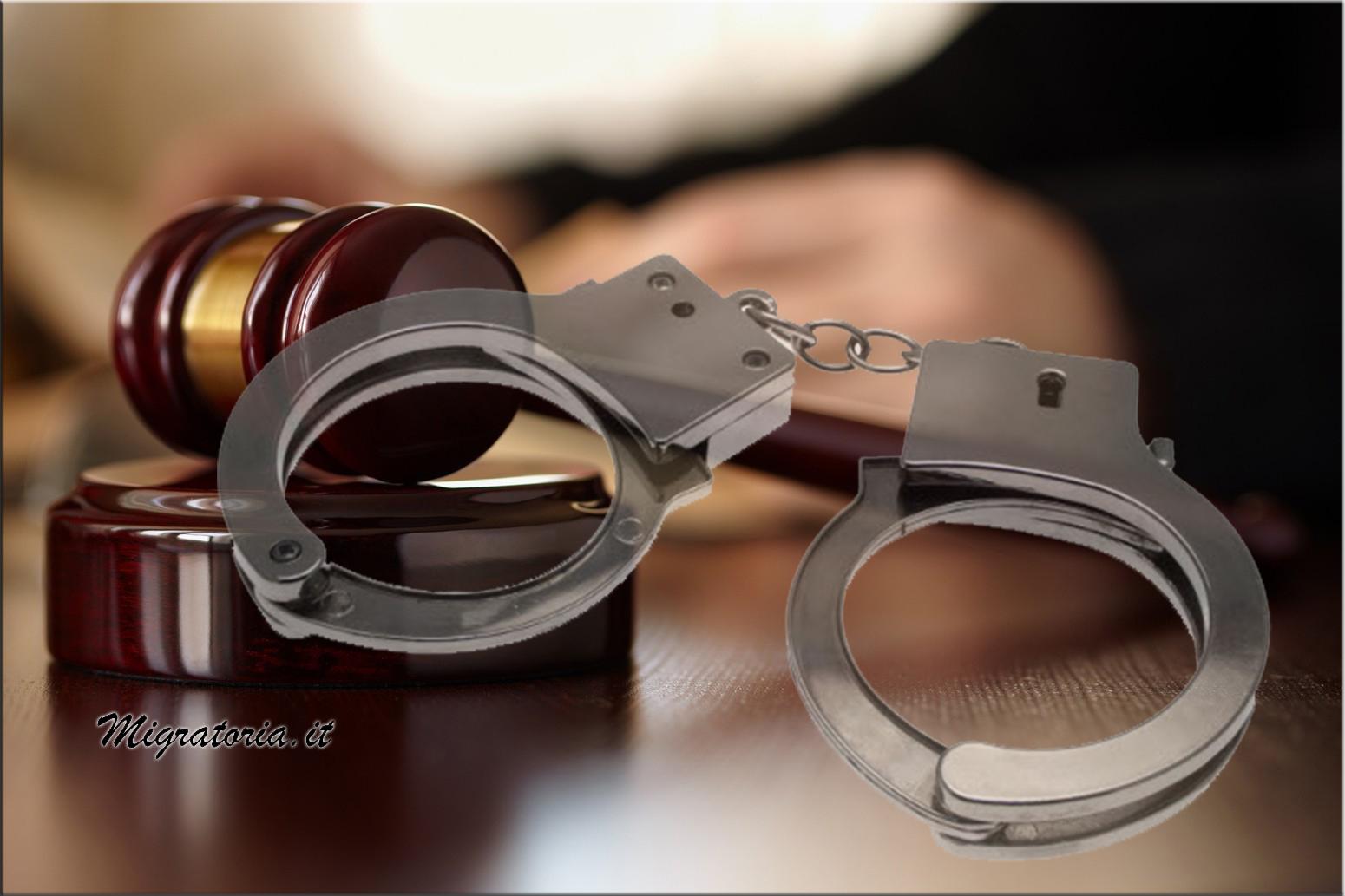 Arrestata anziana signora perchè non ha mai regolarizzato i fucili del marito defunto