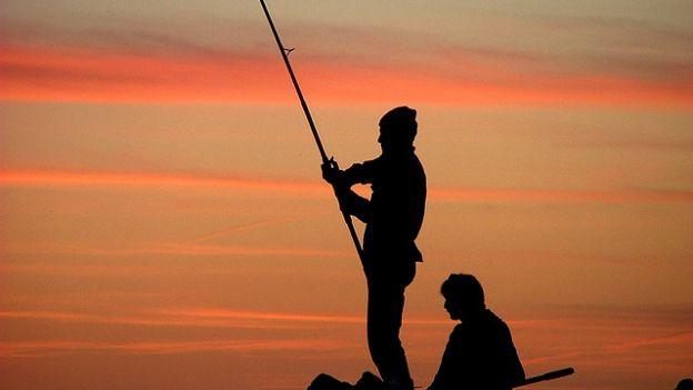 Pescando con cameriere nude