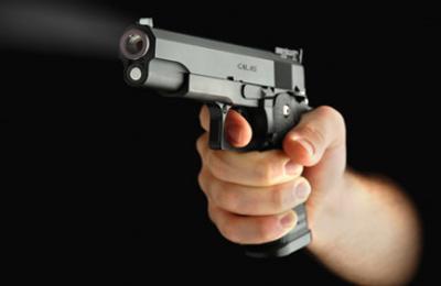 pistola impugnata